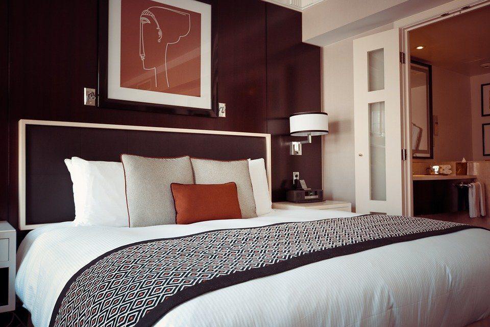 hotel-room-1447201_960_720-2414983
