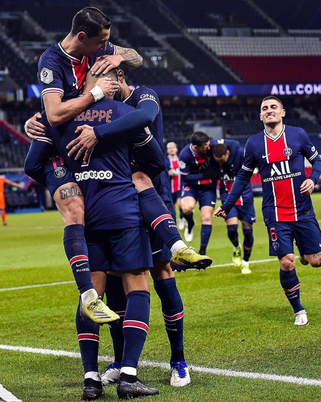 PSG players celebrates